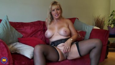 Ultra-kinky Housewife Displaying Off Her Fat Udders